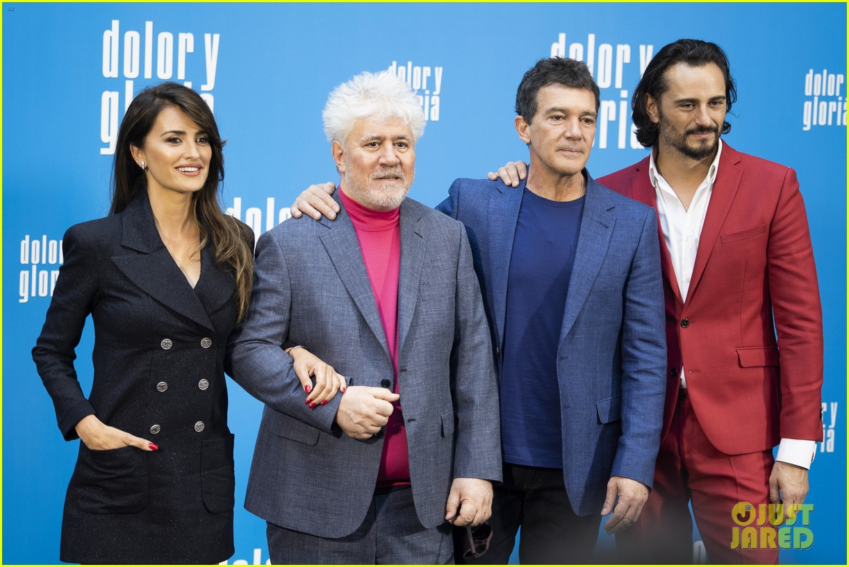 penelope cruz antonio banderas join dolor y gloria cast at madrid photo call 09