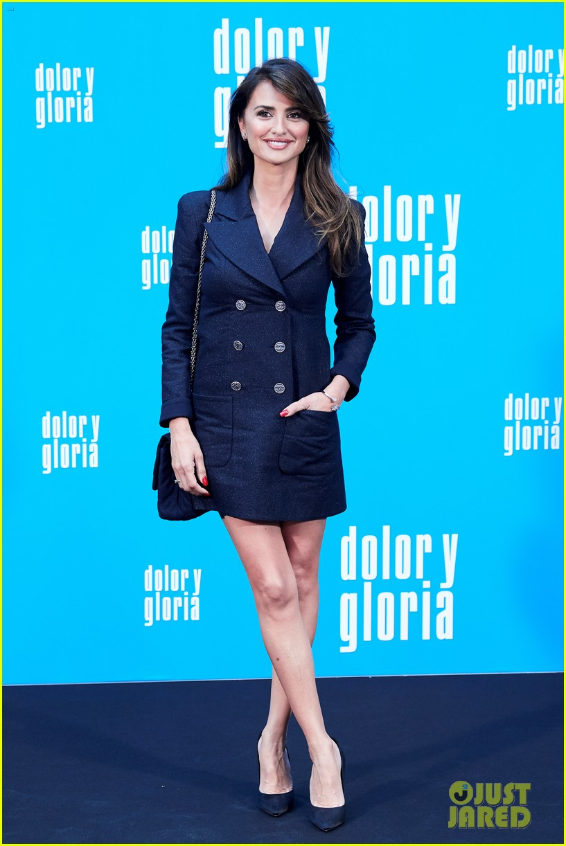 penelope cruz antonio banderas join dolor y gloria cast at madrid photo call 10