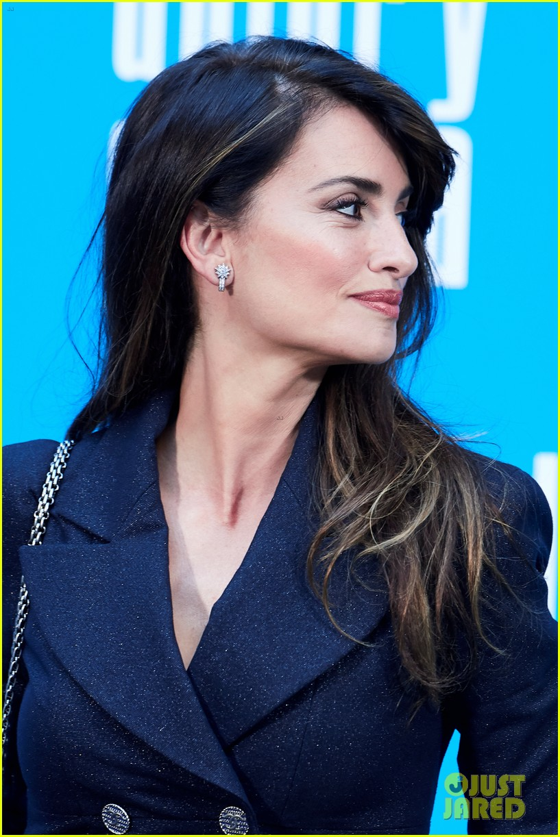 penelope cruz antonio banderas join dolor y gloria cast at madrid photo call 12