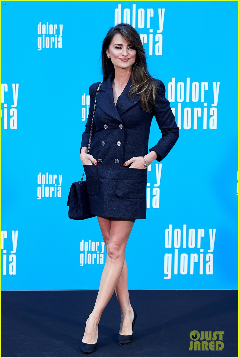 penelope cruz antonio banderas join dolor y gloria cast at madrid photo call 13