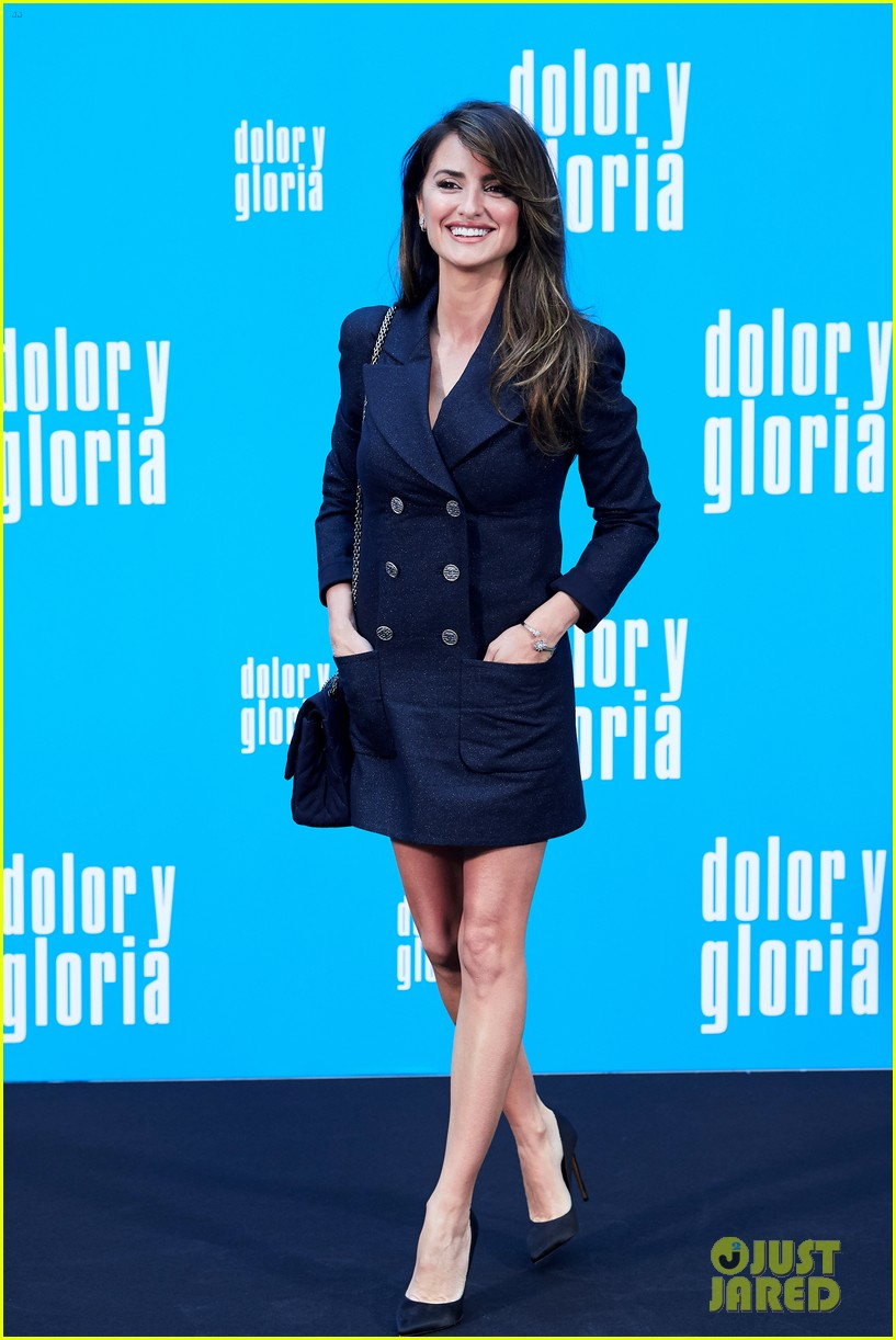penelope cruz antonio banderas join dolor y gloria cast at madrid photo call 14