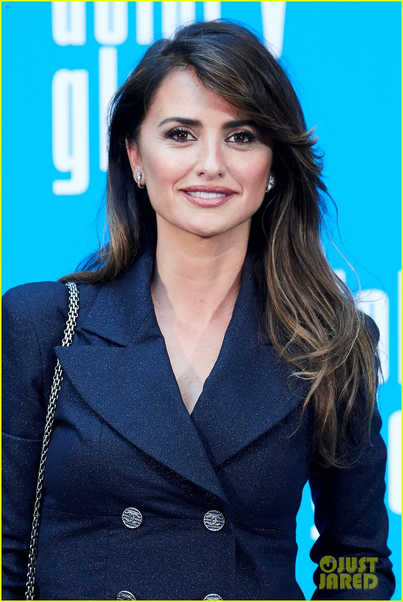 penelope cruz antonio banderas join dolor y gloria cast at madrid photo call 15