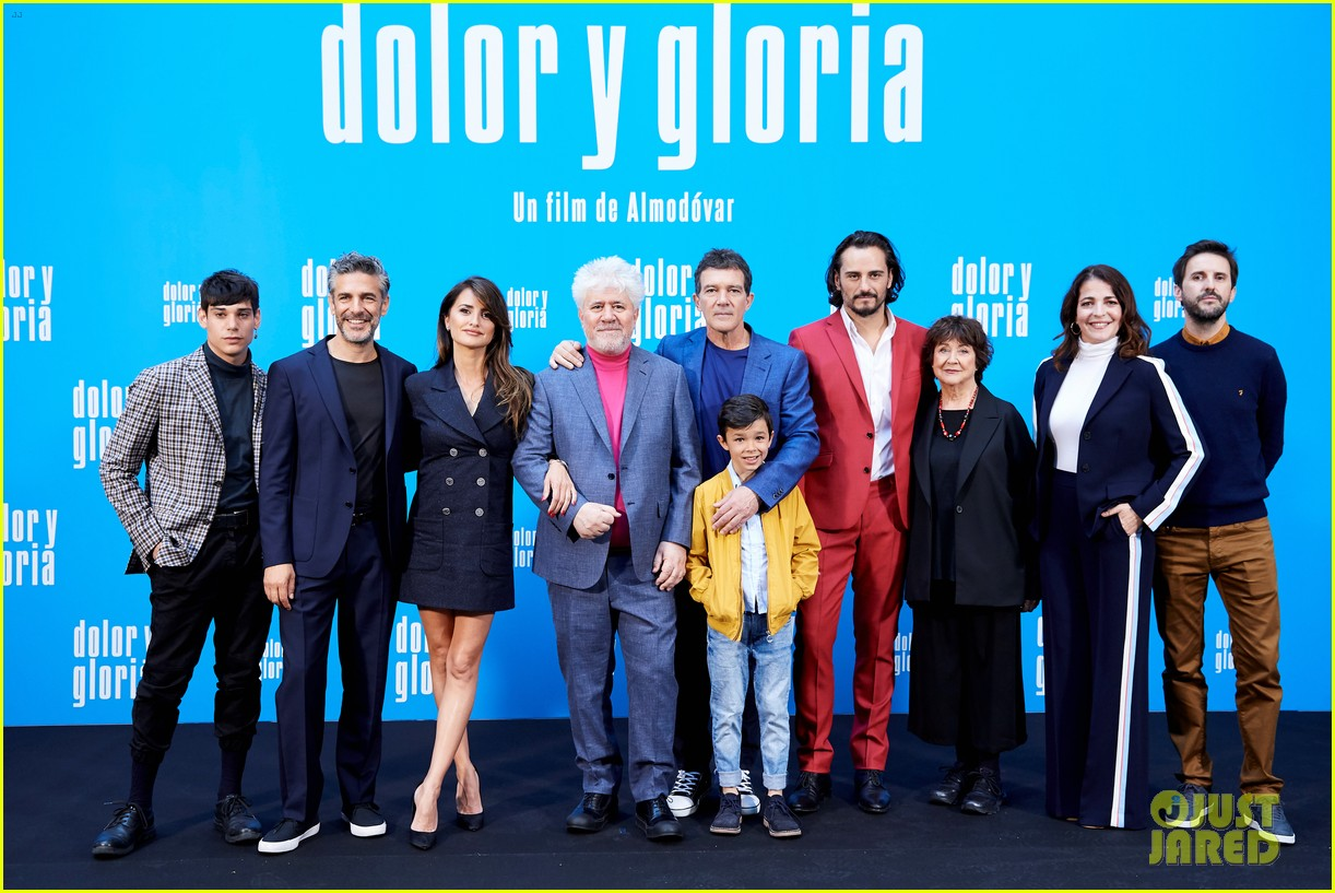 penelope cruz antonio banderas join dolor y gloria cast at madrid photo call 17