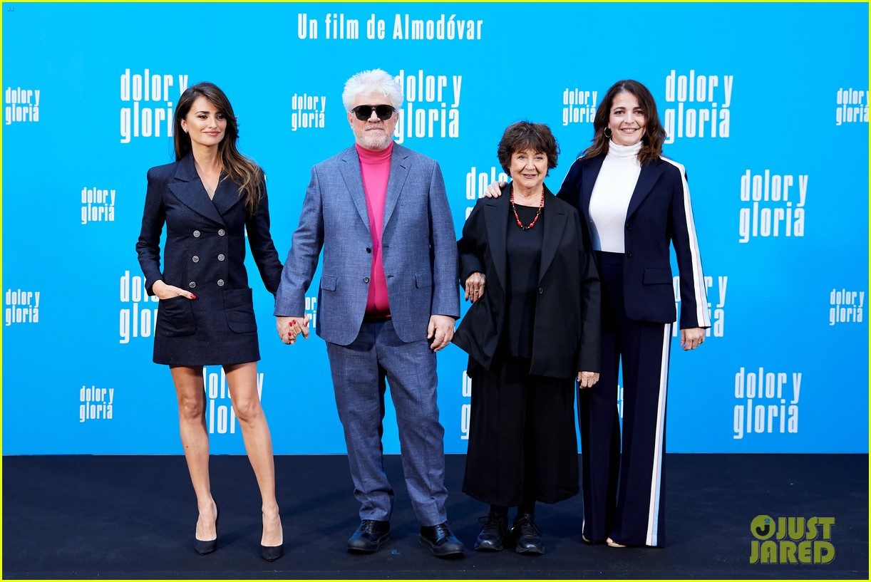 penelope cruz antonio banderas join dolor y gloria cast at madrid photo call 18