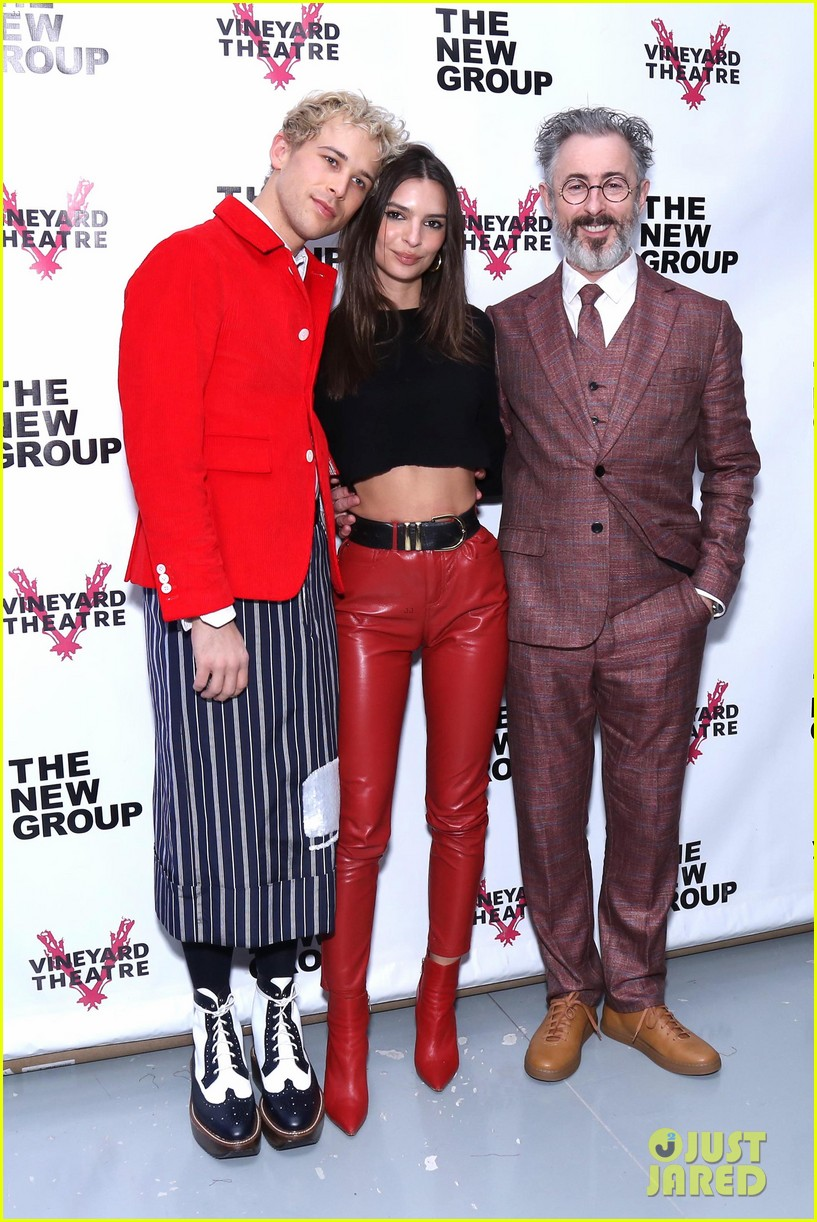 emily ratajkowski supports alan cumming daddy cast at off broadway opening 044252651