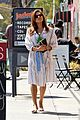 eva mendes stops by a bookstore 05