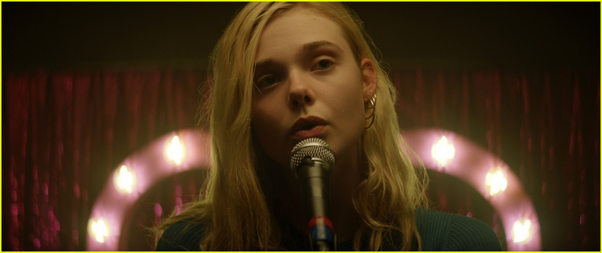 elle fanning sings robyns dancing on my own in teen spirit clip 024256468