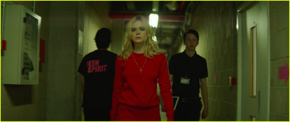 elle fanning sings robyns dancing on my own in teen spirit clip 034256469