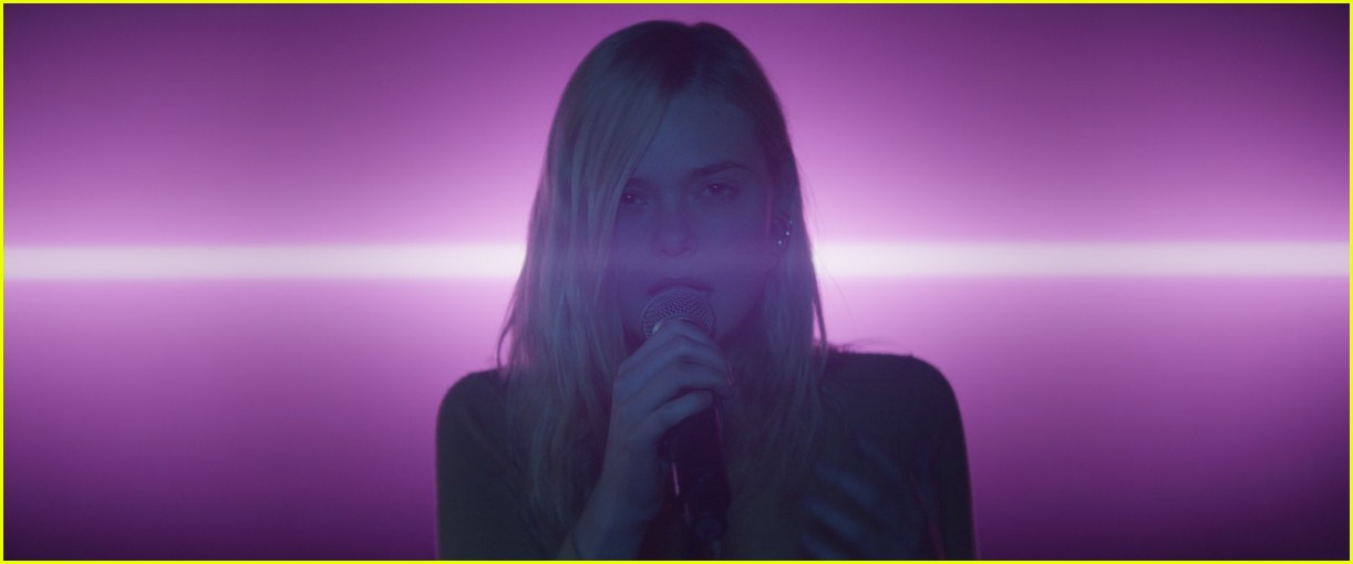 elle fanning sings robyns dancing on my own in teen spirit clip 044256470