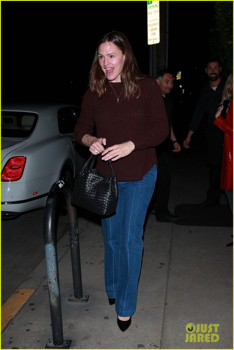 jennifer garner enjoys night out with friends in santa monica 054258123