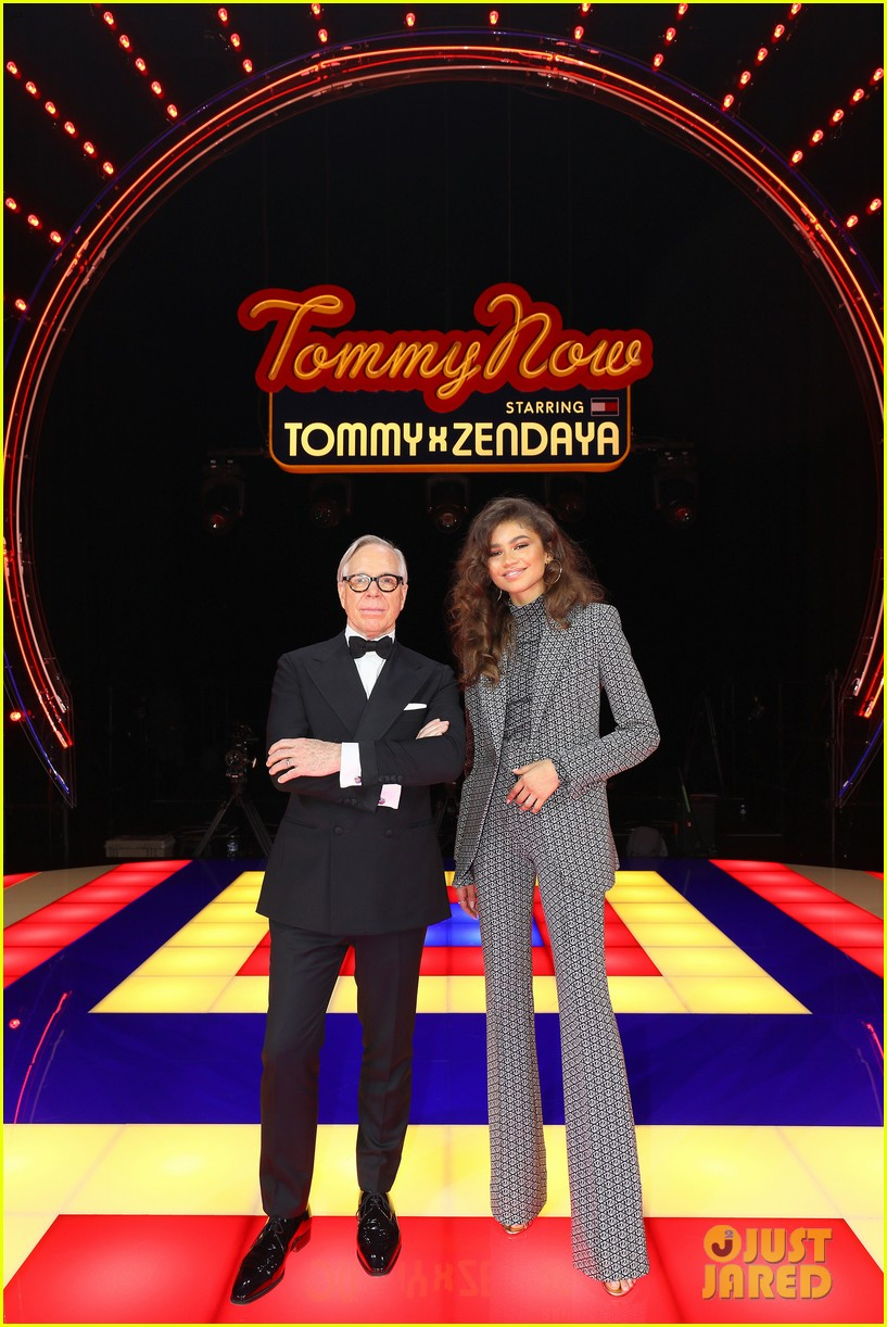 zendaya supported by gigi hadid tommy hilfiger show 054250544