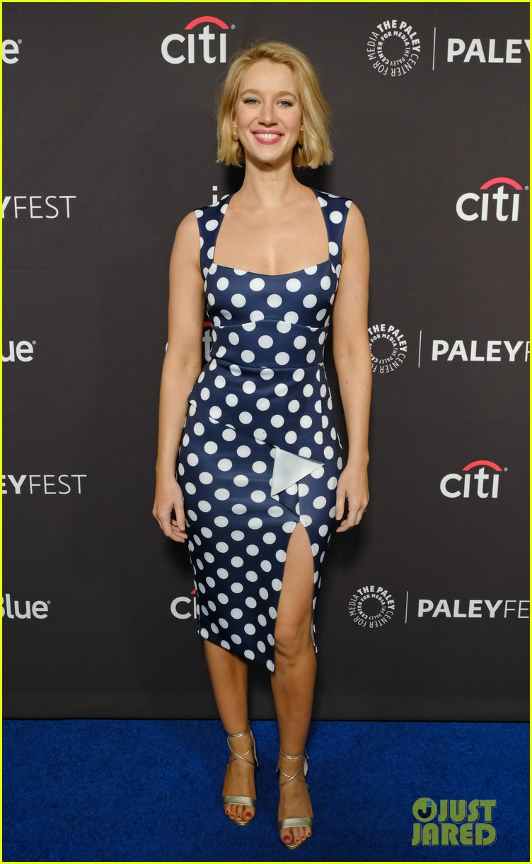 gina rodriguez justin baldoni jane the virgin final season paleyfest 184260741