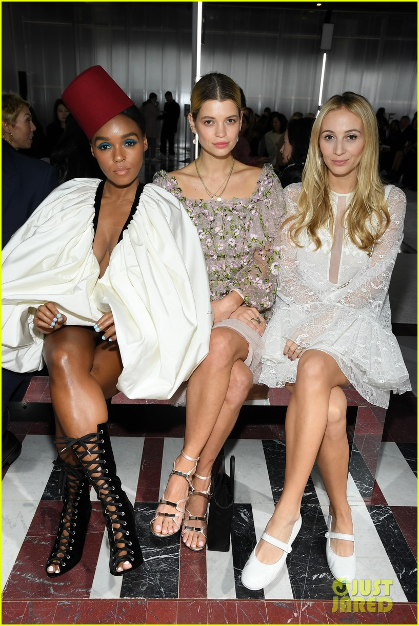 amber heard janelle monae buddy up at giambattista valli paris fashion show 04