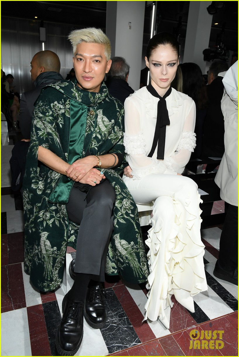 amber heard janelle monae buddy up at giambattista valli paris fashion show 15