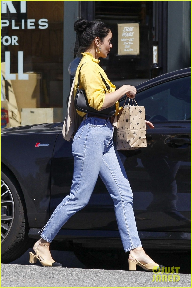 vanessa hudgens shopping trip 03