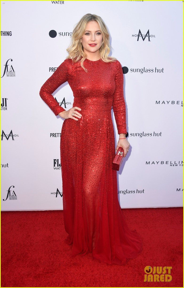 kate hudson joins james marsden daily front row fashion awards 014258429