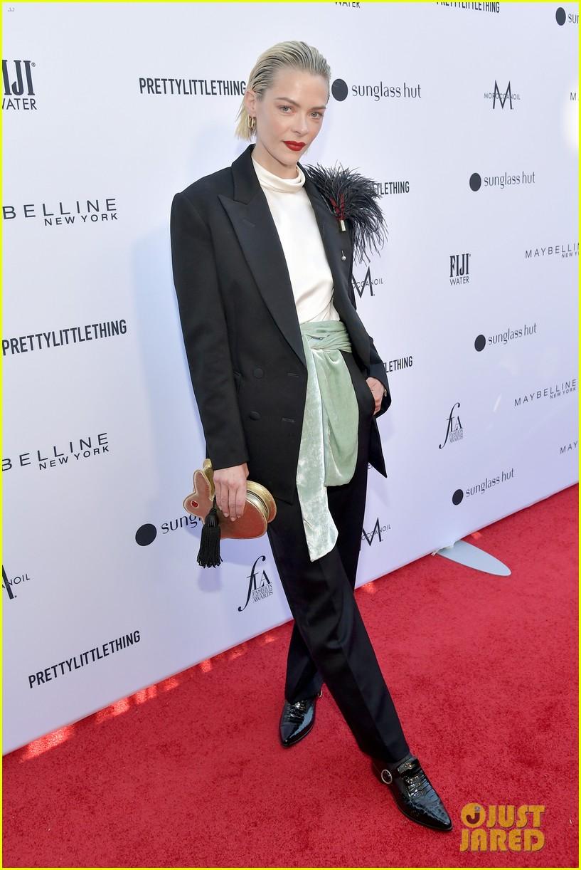 kate hudson joins james marsden daily front row fashion awards 124258440