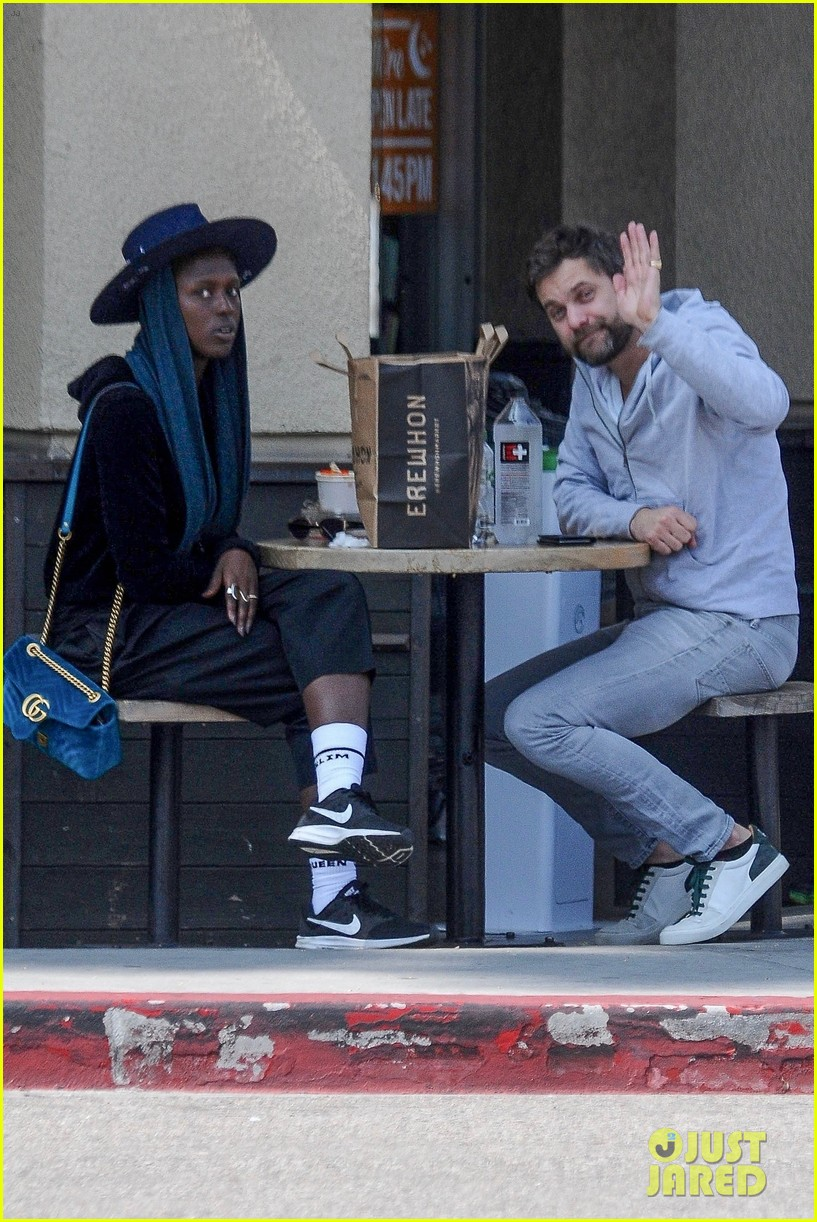 Joshua Jackson Grabs L... Amber Heard