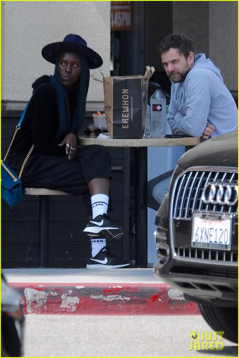 Joshua Jackson Grabs Lunch With Rumored Girlfriend Jodie