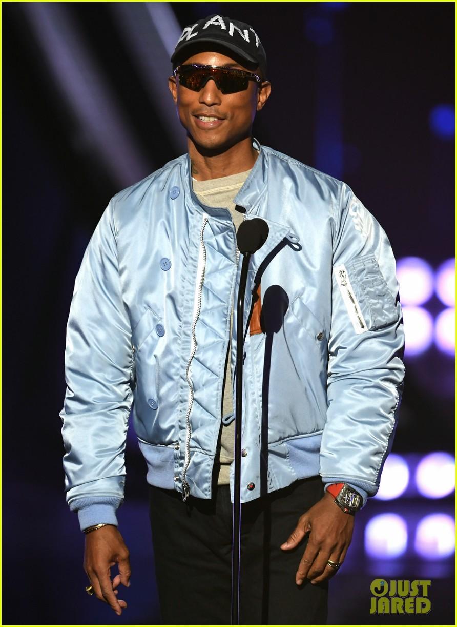 jamie foxx pharrell williams 2019 iheartradio awards 05