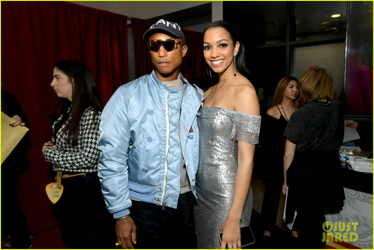 jamie foxx pharrell williams 2019 iheartradio awards 084257248