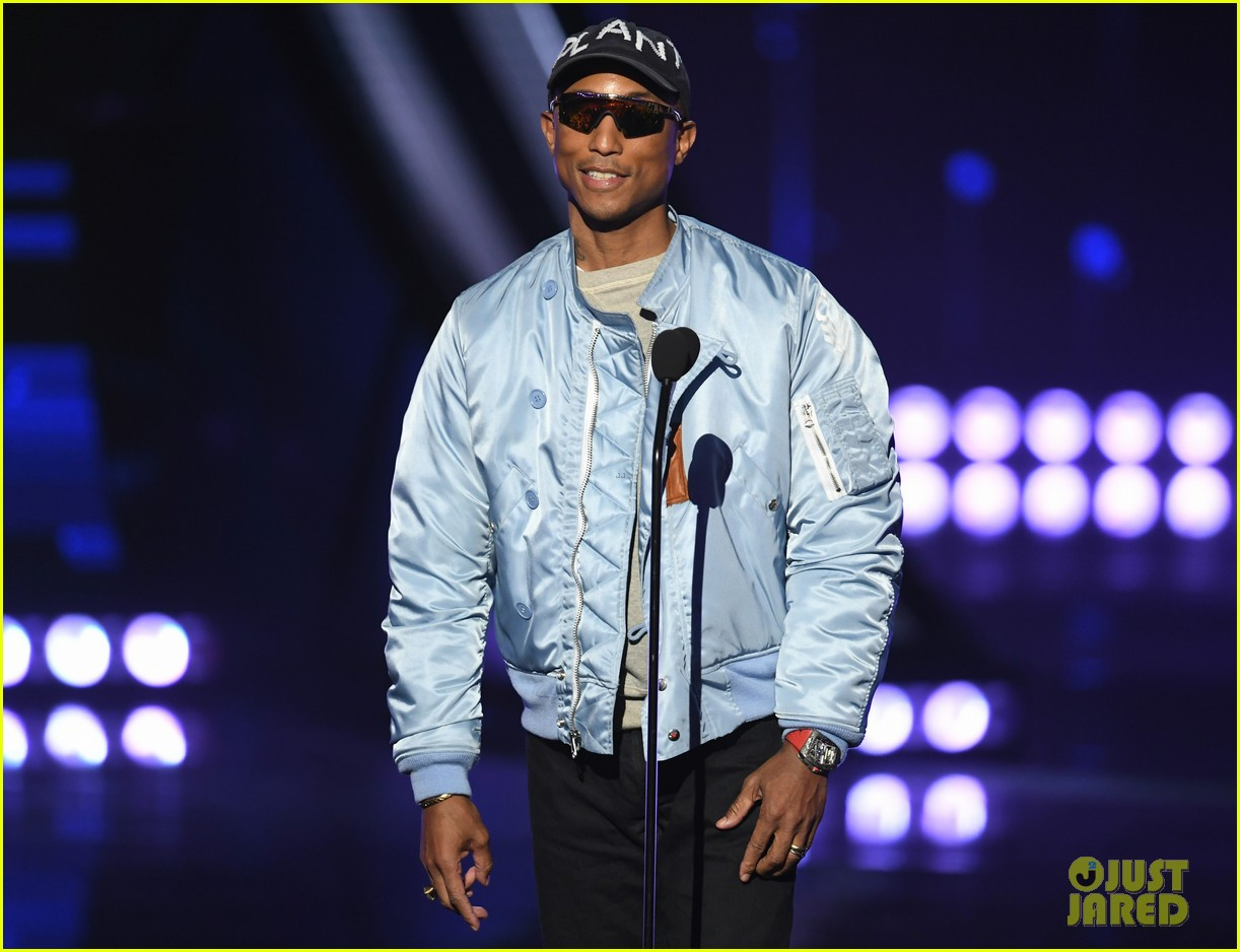 jamie foxx pharrell williams 2019 iheartradio awards 094257249