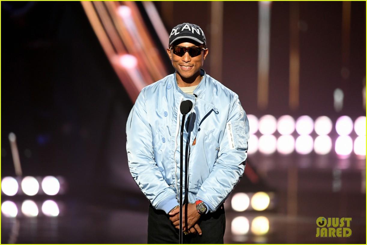 jamie foxx pharrell williams 2019 iheartradio awards 124257252