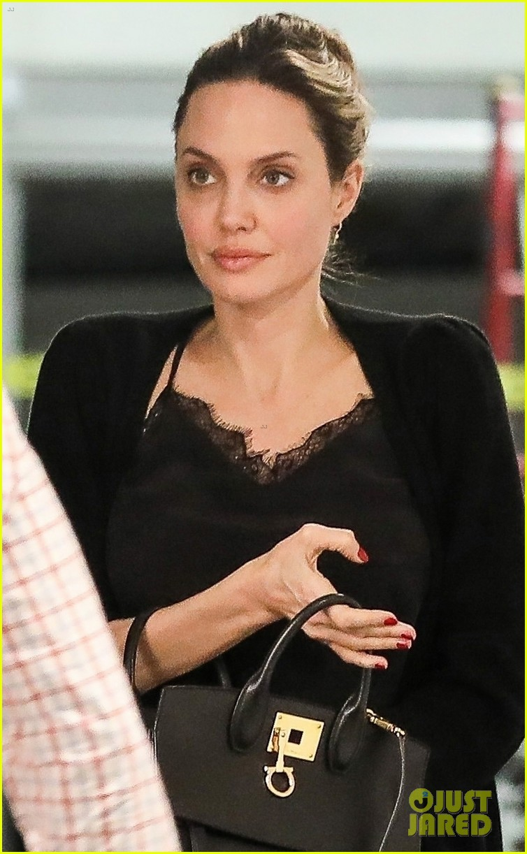 angelina jolie starts off her day meeting in beverly hills 024257337