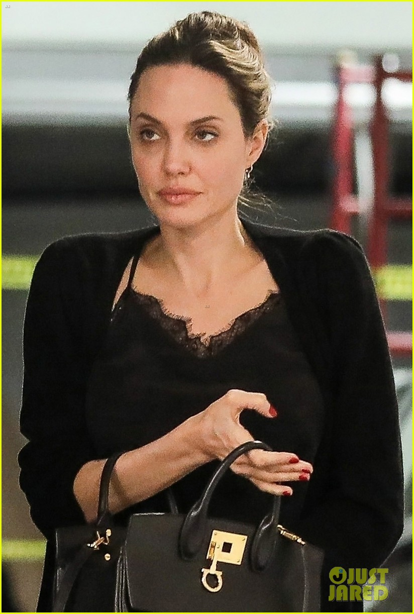 angelina jolie starts off her day meeting in beverly hills 044257339