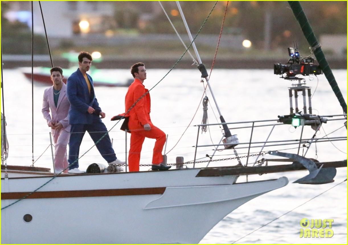 jonas brothers film boat 324262120
