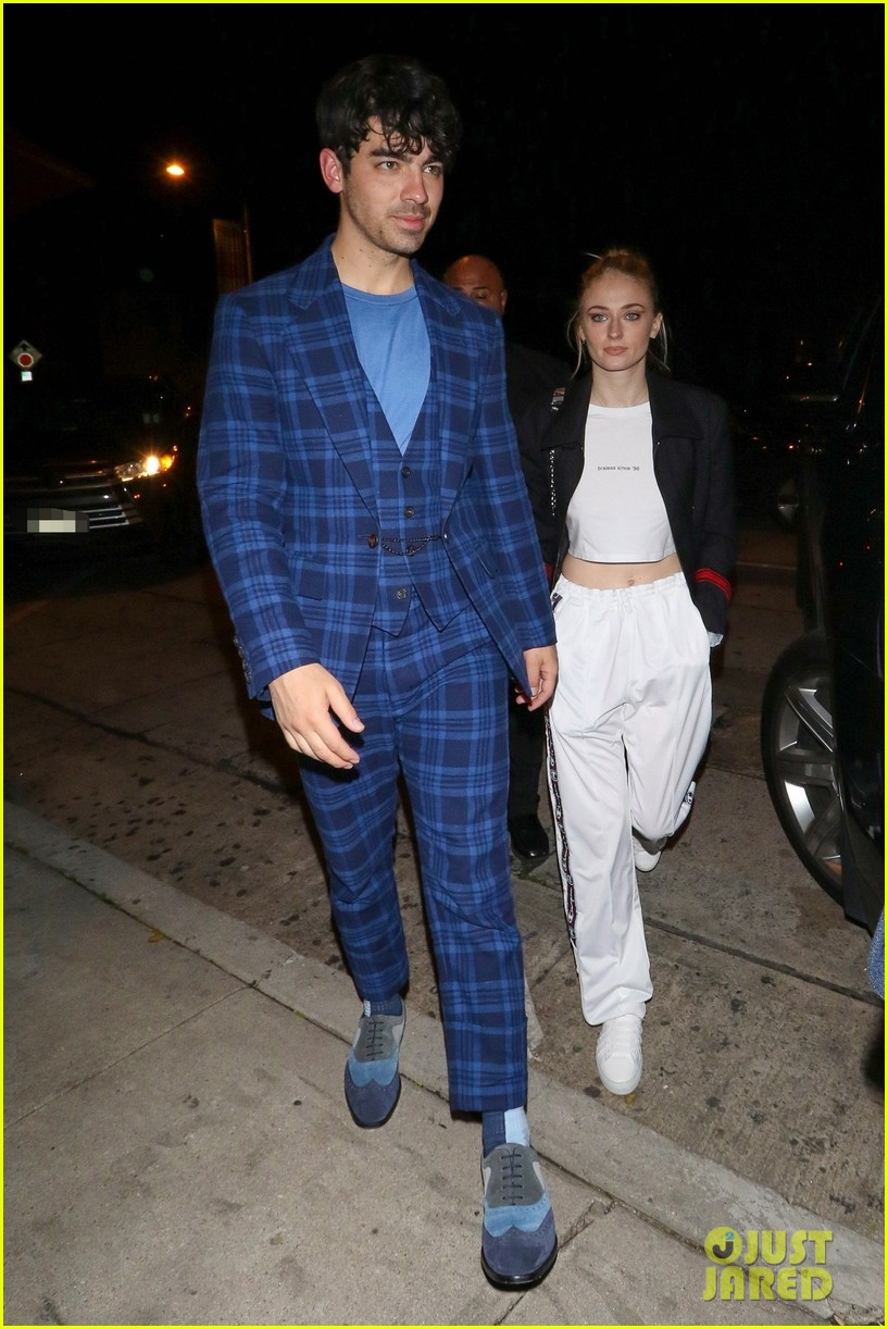 the jonas brothers and sophie turner step out for dinner at craigs 014253801