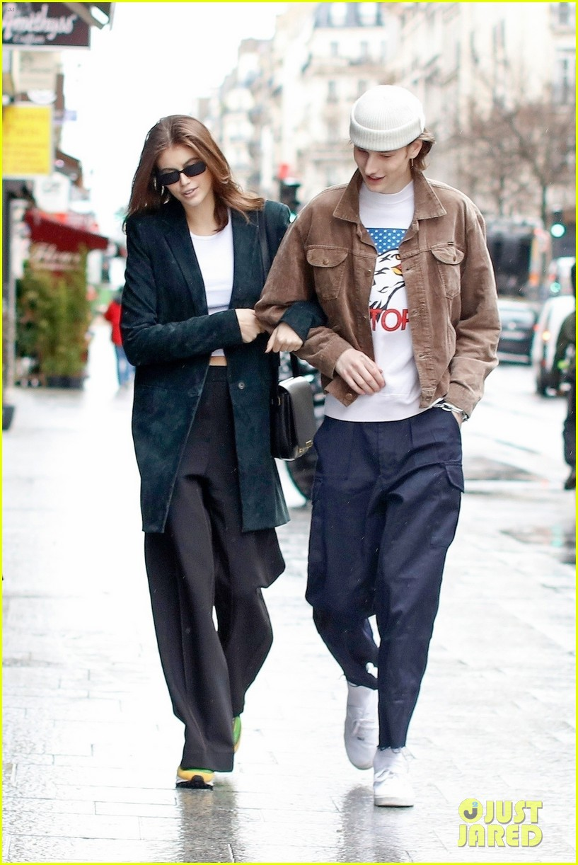 kaia gerber boyfriend wellington grant sightseeing in paris 014251483