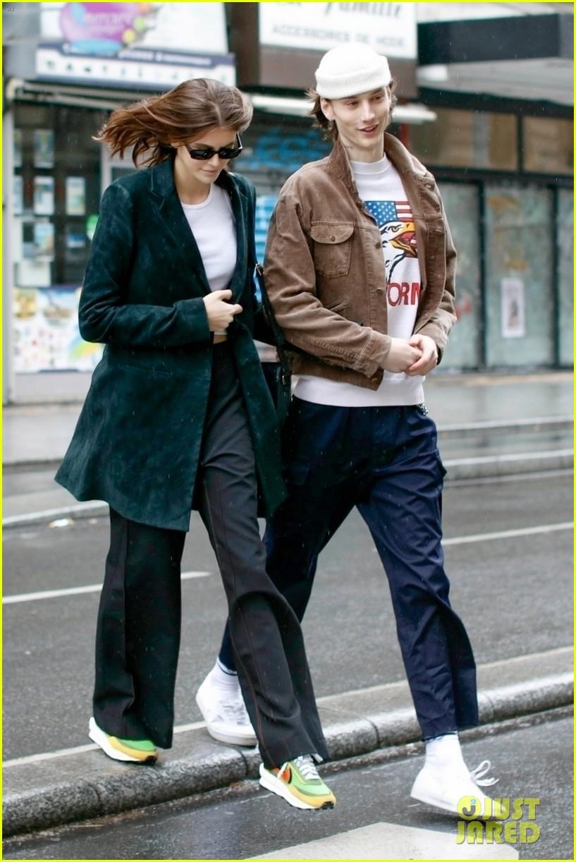 Kaia Gerber & Boyfriend Wellington Grant Go Sightseeing in ...