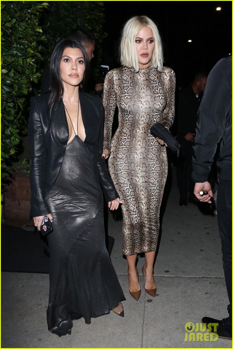 kim kardashian khloe kardashian kourtney kardashian kylie jenner dinner 06