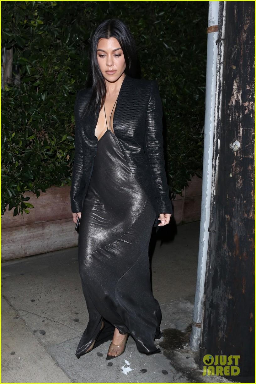 kim kardashian khloe kardashian kourtney kardashian kylie jenner dinner 12