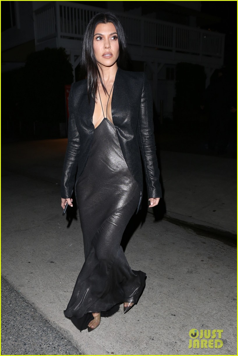 kim kardashian khloe kardashian kourtney kardashian kylie jenner dinner 20
