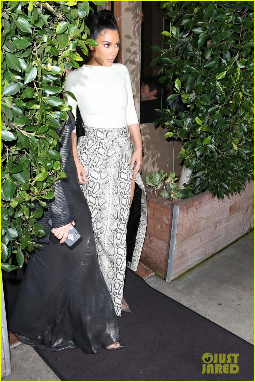 kim kardashian khloe kardashian kourtney kardashian kylie jenner dinner 21