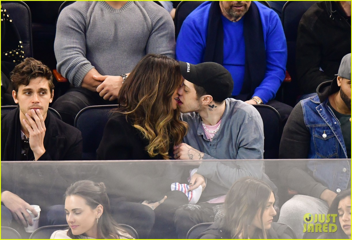 pete davidson kate beckinsale pack on the pda at hockey game 07