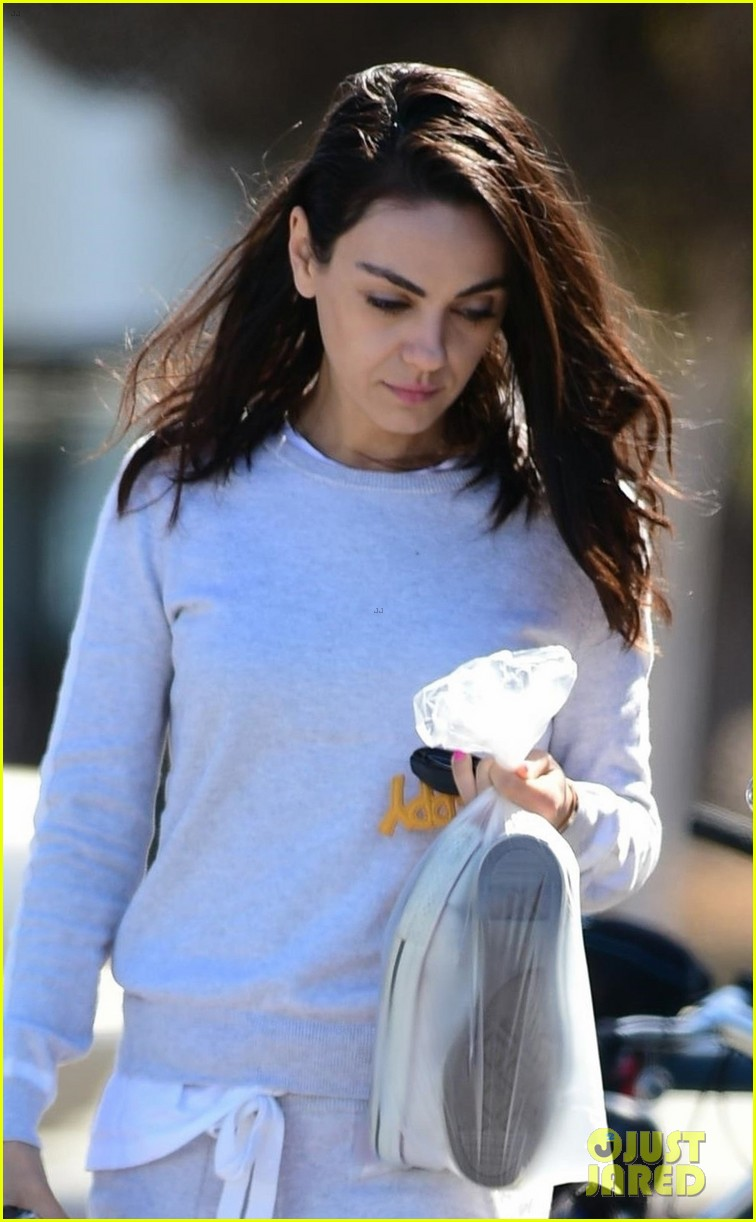 mila kunis enjoys day of pampering in studio city 044258154