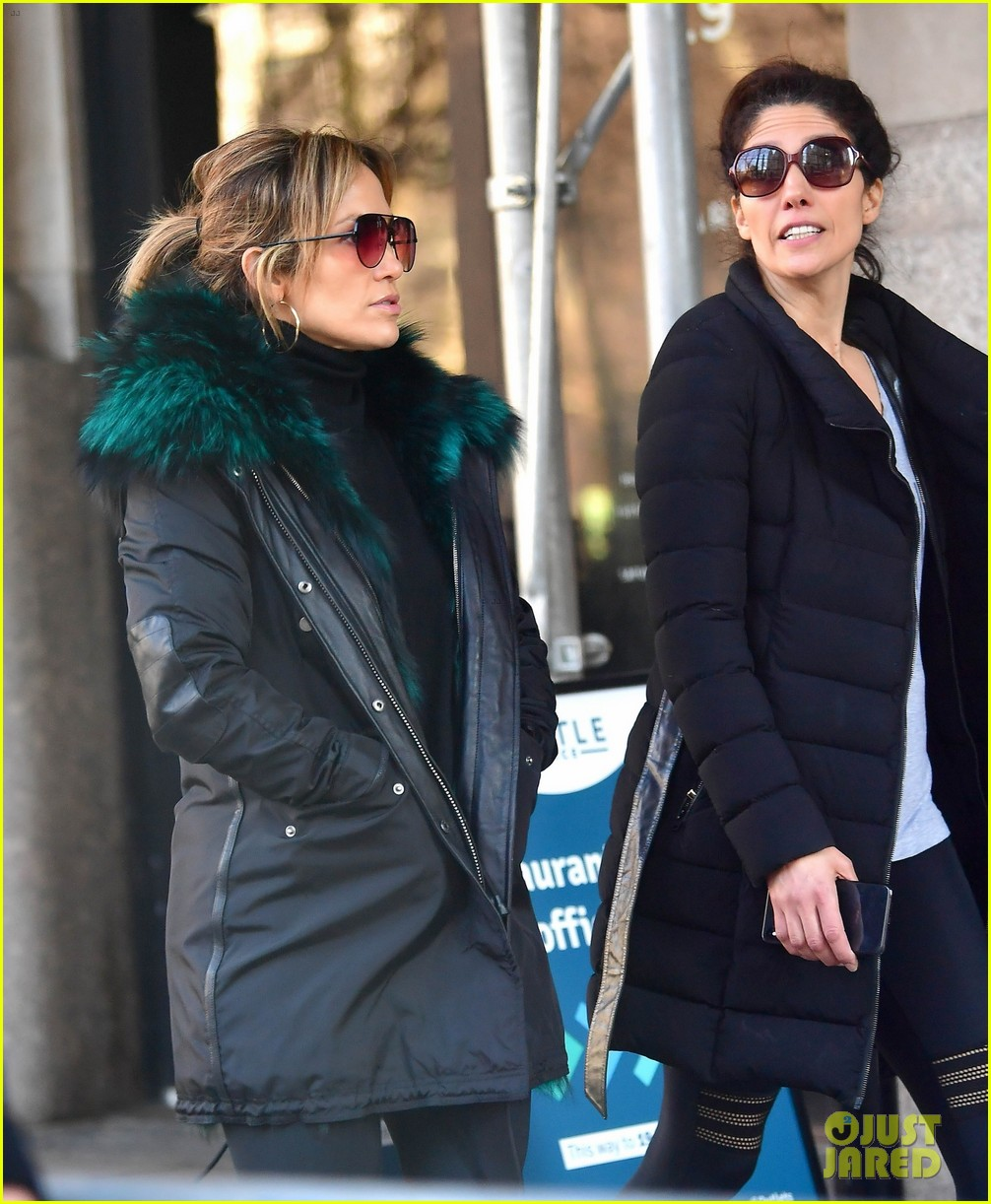 jennifer lopez steps out for early morning with sister lynda 02