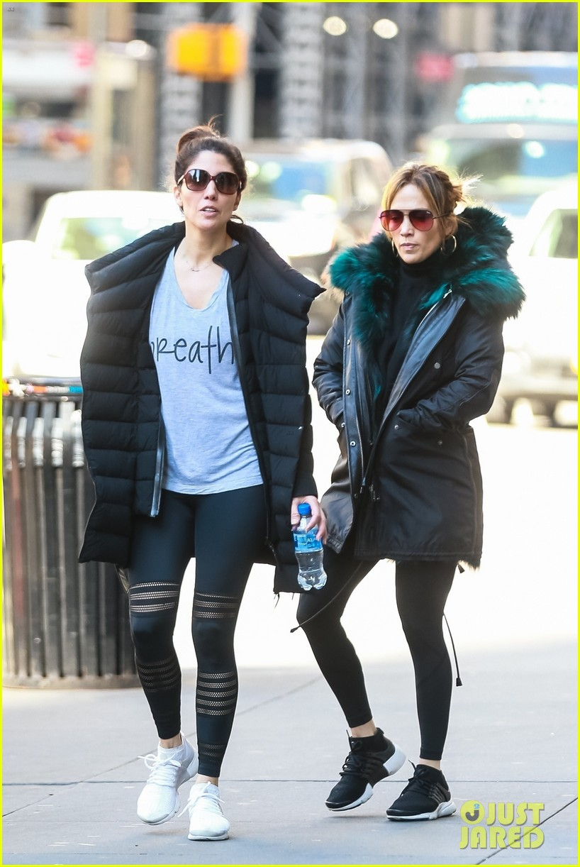 jennifer lopez steps out for early morning with sister lynda 03