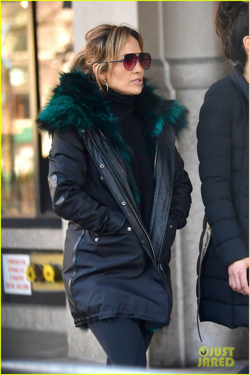 jennifer lopez steps out for early morning with sister lynda 04