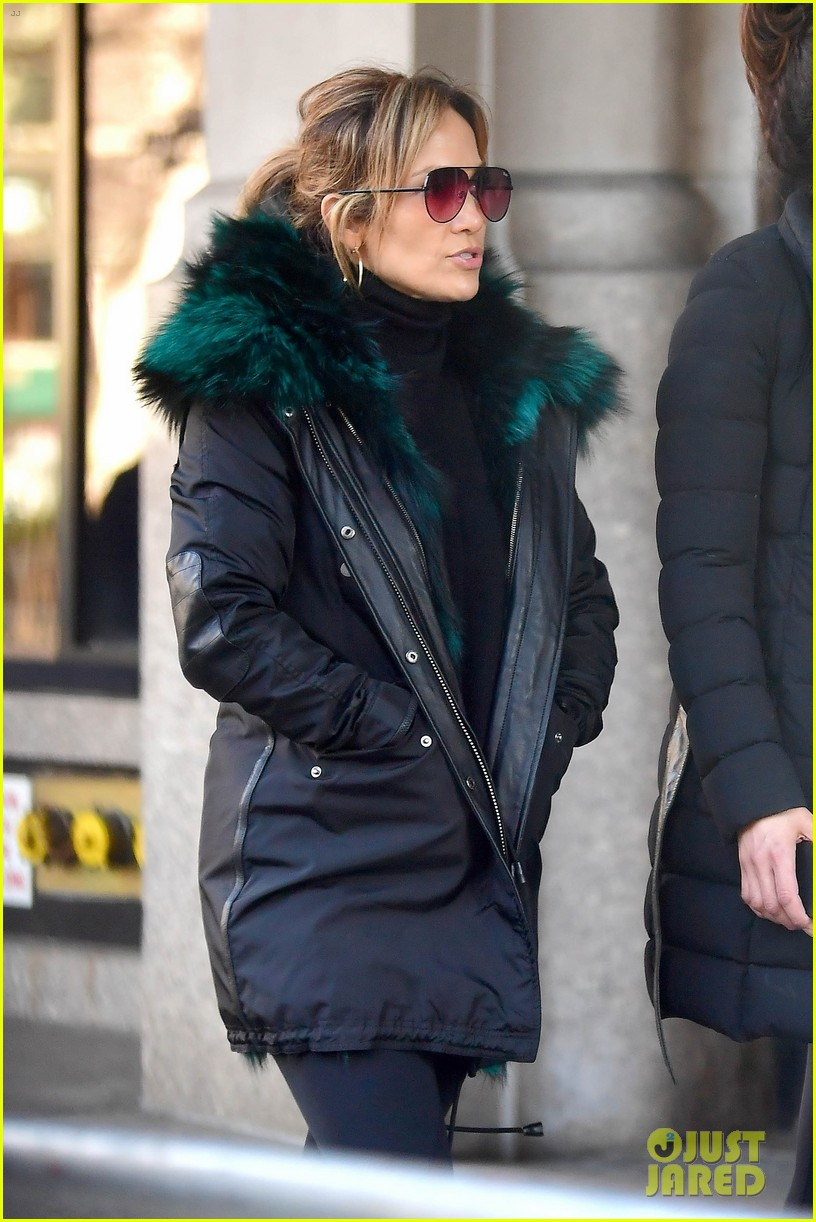 jennifer lopez steps out for early morning with sister lynda 05