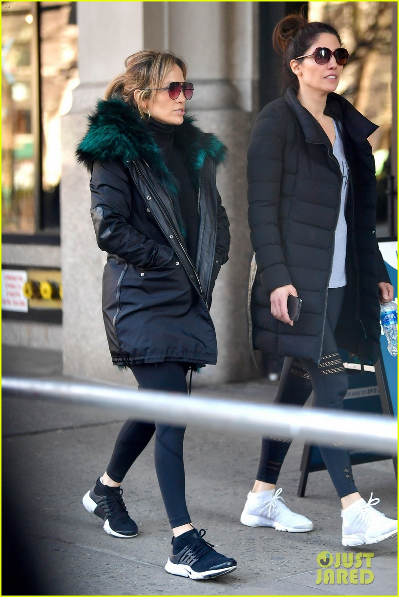 jennifer lopez steps out for early morning with sister lynda 06