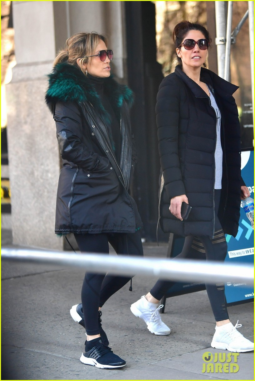 jennifer lopez steps out for early morning with sister lynda 08