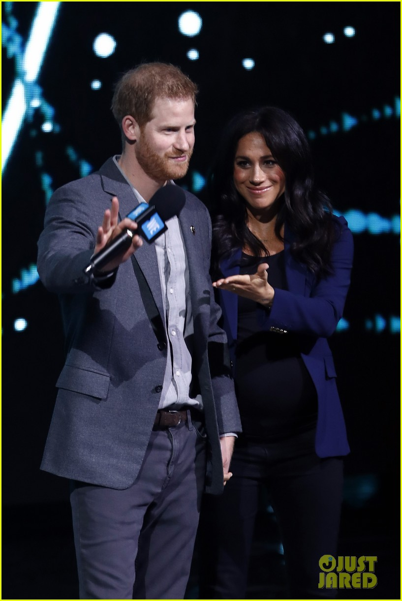 prince harry drags duchess meghan markle on stage we day 07