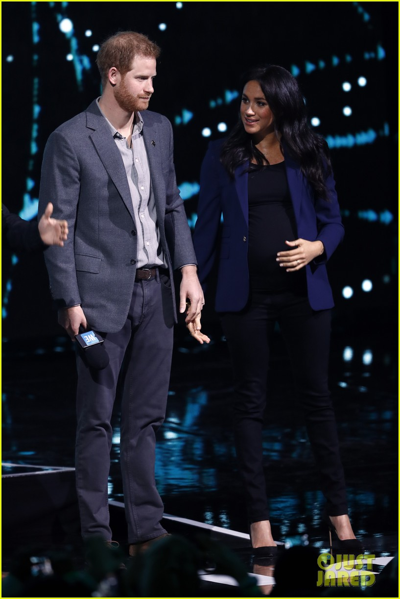 prince harry drags duchess meghan markle on stage we day 08