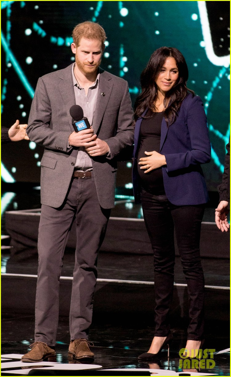 prince harry drags duchess meghan markle on stage we day 21