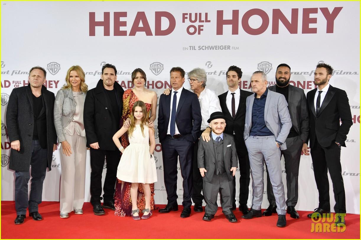emily mortimer til schweiger make head full of honey premiere a family affair 02
