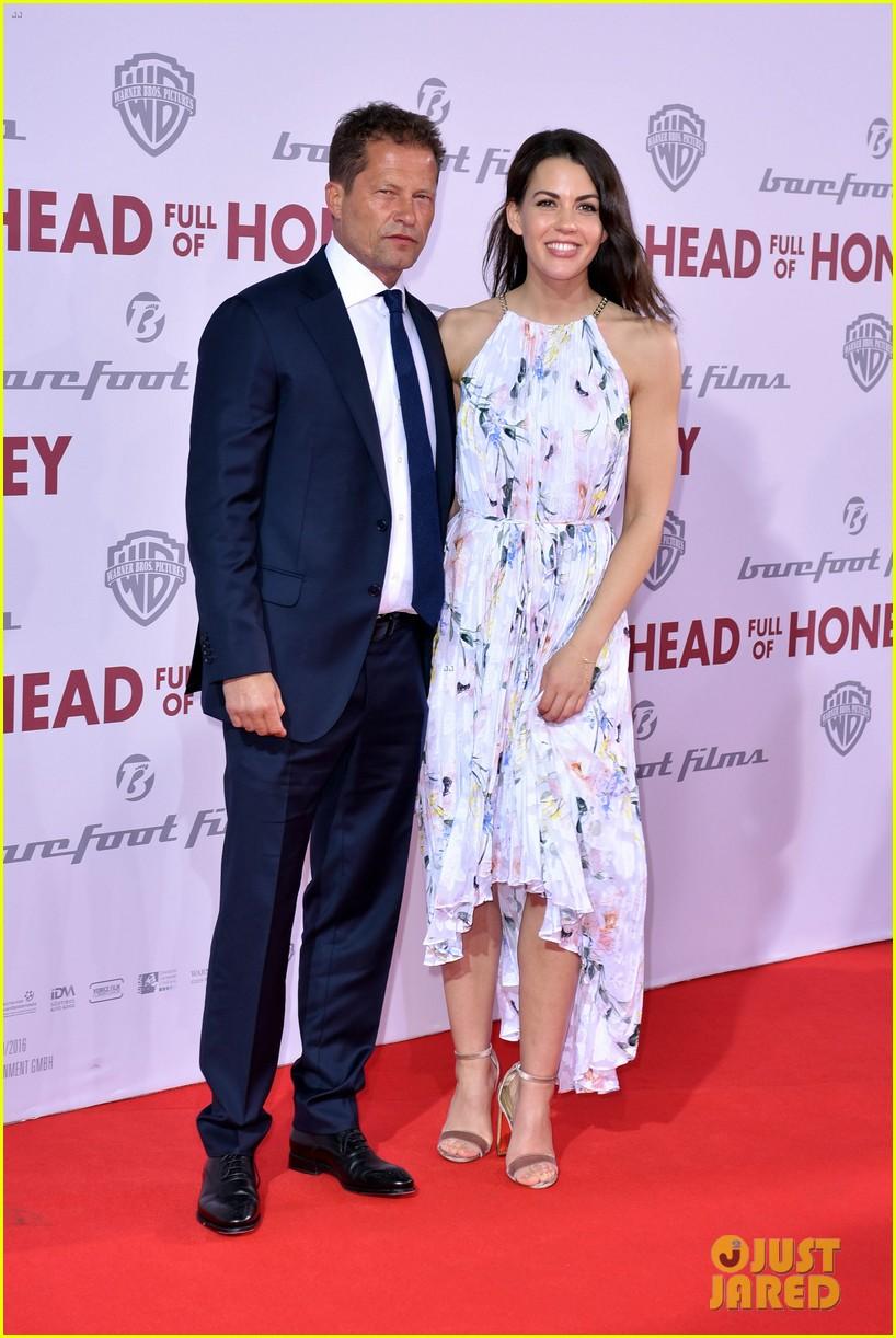 emily mortimer til schweiger make head full of honey premiere a family affair 09